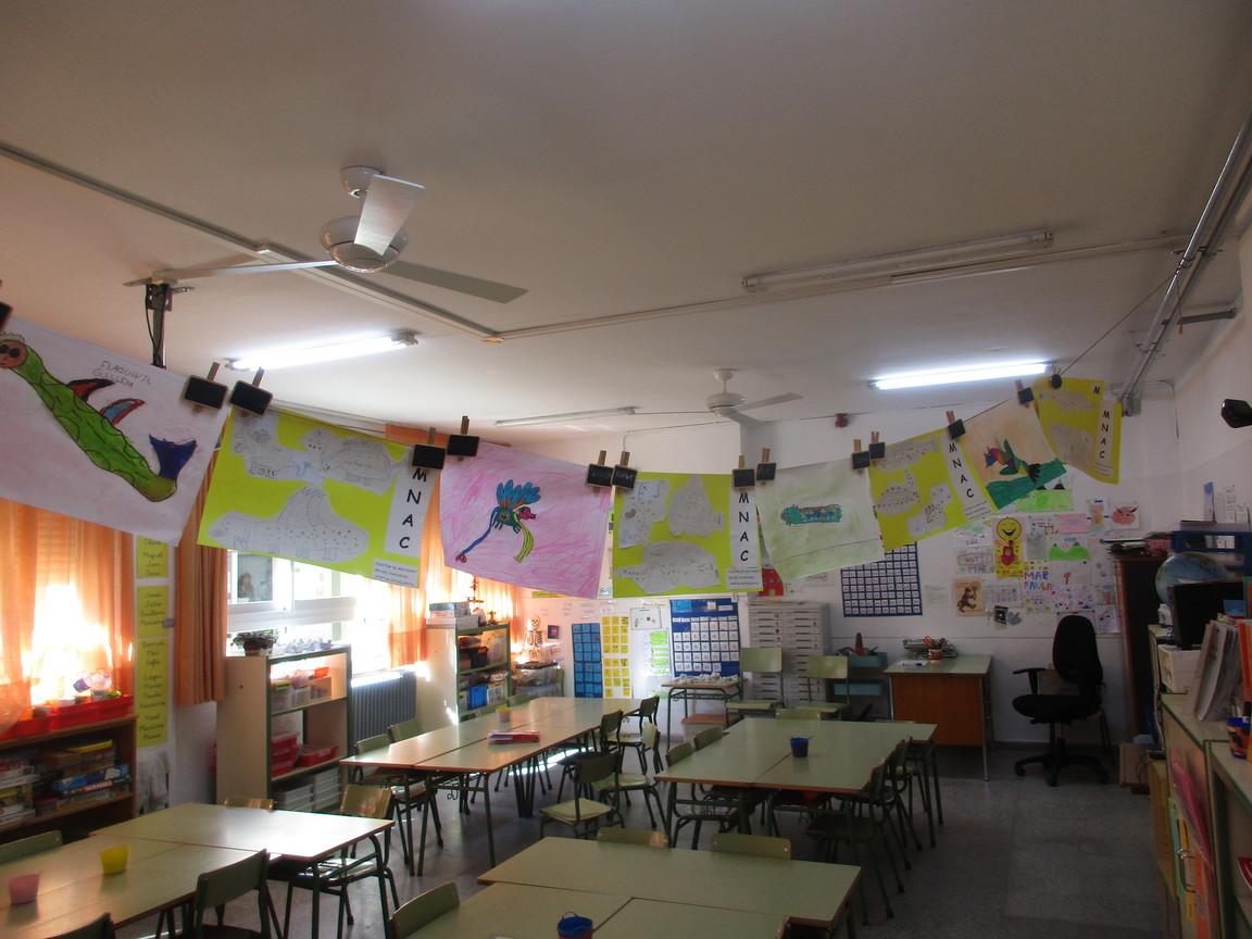 Ventilador de techo en aula colegio
